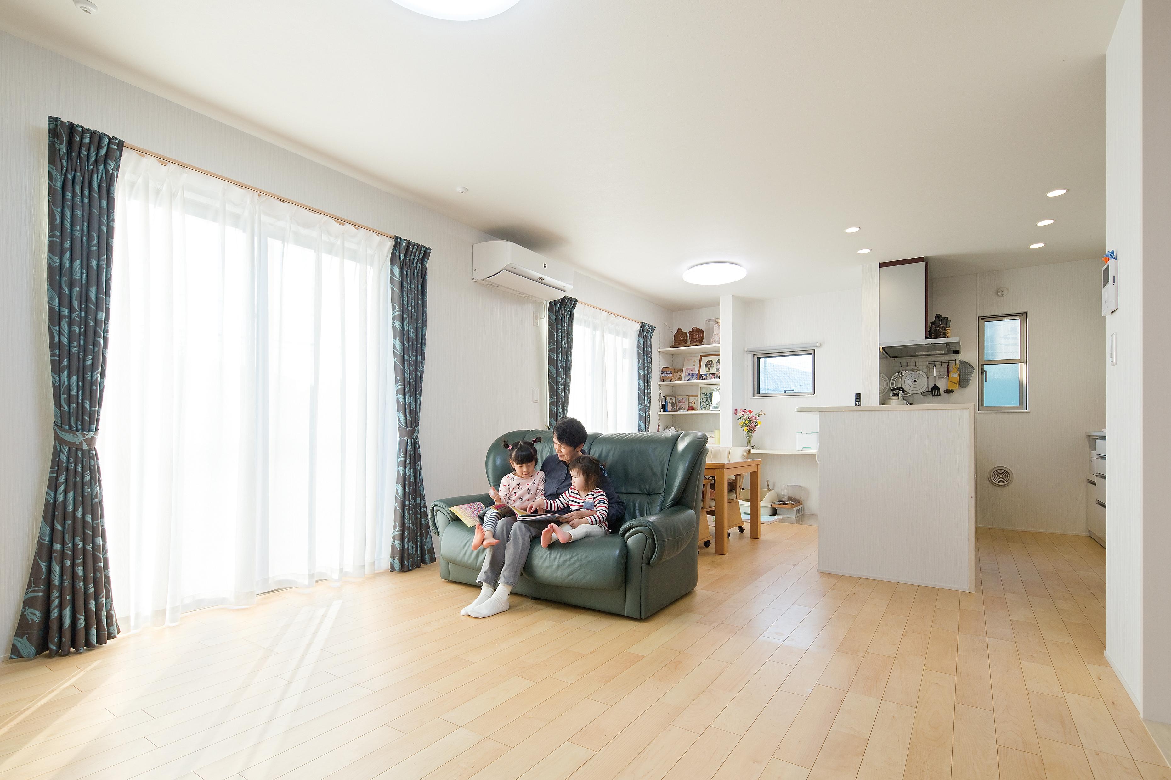 1階に住むご両親の世帯にも行き来できます。ご家族の皆さんが笑顔で過ごせる間取りになりました。