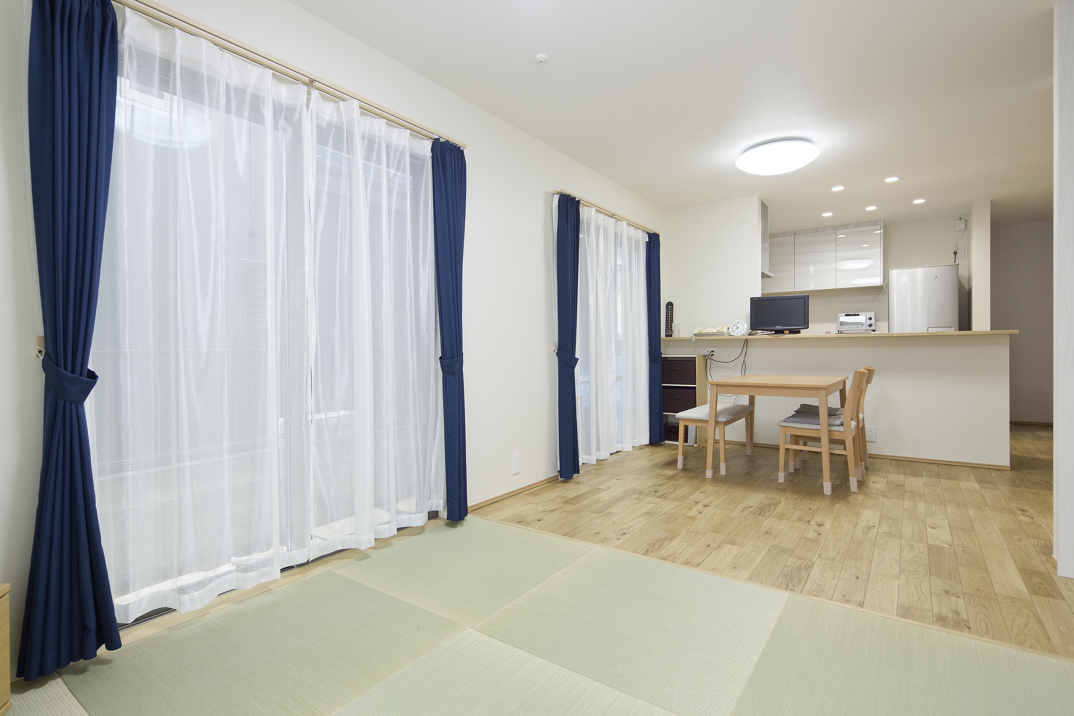 1階のご両親世帯が暮らすリビングは畳リビングに。